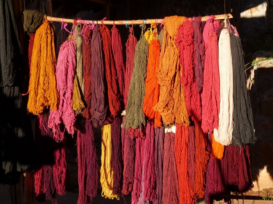 Wool dyeing in Chinchero