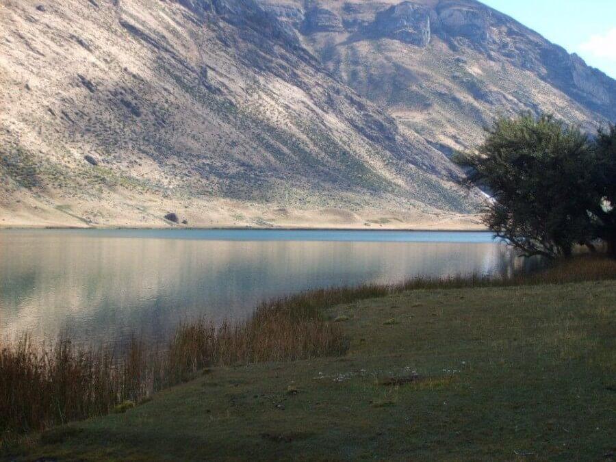 Lake view on Huayhuas Loop