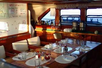 Encantada dinner Galapagos tour