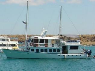 Golondrina Yacht, Galapagos