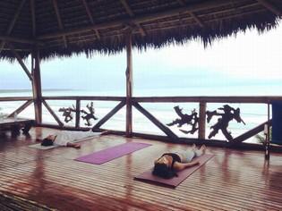 El Acantilado yoga tour