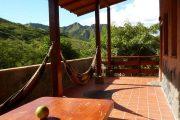 Balkon van kamer in Izhcayluma Lodge